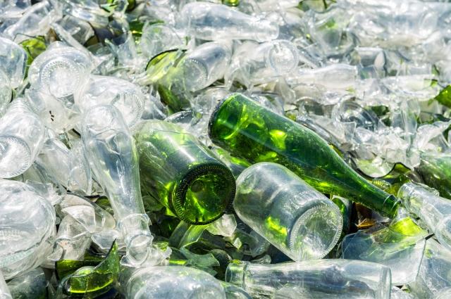 raccolta materiali di recupero vetro